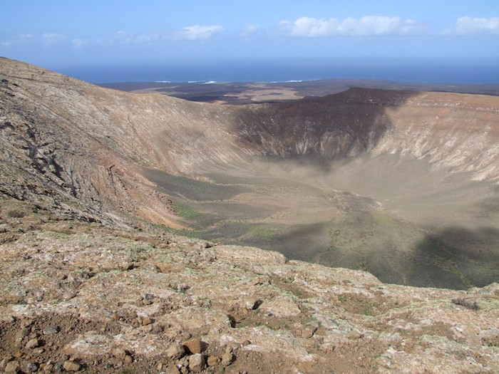 Hiking Caldera Blanca in Lanzarote, Canary Islands (Spain)